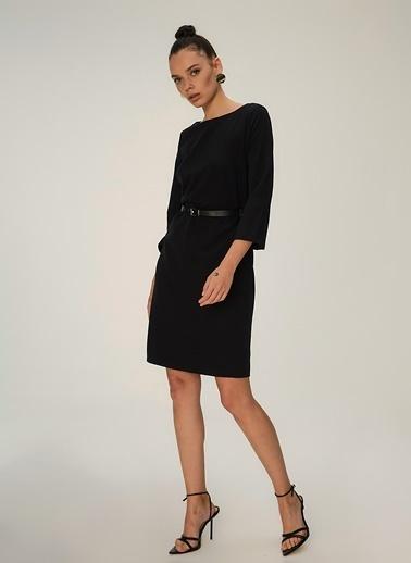 NGSTYLE Kayık Yakalı Kemerli Midi Elbise Siyah